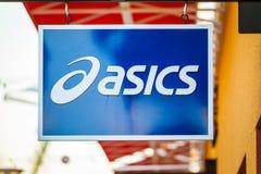 LAS VEGAS NEVADA, Sierpień, - 22nd, 2016: Asics logo Na sklepu przodzie Obraz Royalty Free