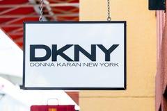 LAS VEGAS NEVADA, Sierpień, - 22nd, 2016: DKNY logo Na sklepu przodzie Zdjęcia Royalty Free