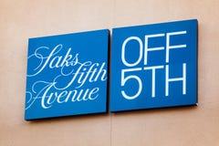LAS VEGAS NEVADA, Sierpień, - 22nd, 2016: Saks fifth avenue logo Dalej Obraz Stock