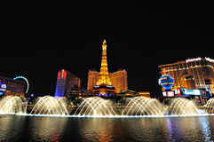 LAS VEGAS, NEVADA, USA - APRIL 22, 2015 : Night view of the dancing fountains of Bellagio and the Eiffel Tower. Replica of Paris hotel in Las Vegas Nevada, on Stock Photos