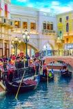 Las Vegas, Nevada USA - Juli 28 2016 det Venetian semesterorthotellet och kasinot, gondoljär Royaltyfri Bild