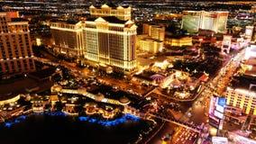 LAS VEGAS, NV - CZERWIEC 6: Las Vegas pasek w Las Vegas, Nevada jak widzieć przy nocą na CZERWU 6, 2015 zdjęcia royalty free