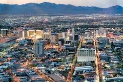 LAS VEGAS, NV - CZERWIEC 29, 2018: Powietrzny noc widok g??wni miast kasyna Las Vegas zna jako Sin City, miasto ?wiat?a, obrazy stock