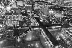 LAS VEGAS, NV - CZERWIEC 29, 2018: Powietrzny noc widok miasto ulicy Las Vegas zna jako Sin City, miasto ?wiat?a, Uprawia hazard obraz stock