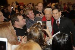 LAS VEGAS NV - DECEMBER 14: Den republikanska presidentkandidatsenatorn Marco Rubio poserar för kamera på aktionen samlar på Rena Arkivbild