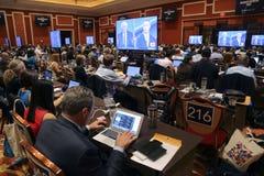 LAS VEGAS, NV - 13 OKTOBER: Democratische presidentiële debatpers het indienen ruimte waar media die nieuwsverhalen voor Presiden Stock Afbeeldingen