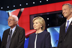 LAS VEGAS, NV - PAŹDZIERNIK 13 2015: (L-R) Demokratyczna prezydencka debata uwypukla Sanders, Hillary Clinton i Mar kandydata Ber obraz royalty free