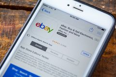LAS VEGAS, NV - 22 September 2016 - eBay iPhone App in Appl Stock Afbeeldingen