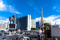 Las Vegas, NV, U.S.A. 09032018: Vista di NOTTE della striscia con gli hotel storici, includendo come Bellagio e Caesars Palace immagine stock