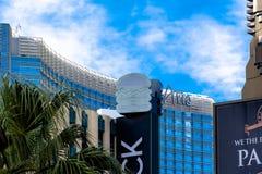 Las Vegas, NV, usa 09032018: dnia widok pasek z aria kasynem i kurortem Podpisuje obraz stock