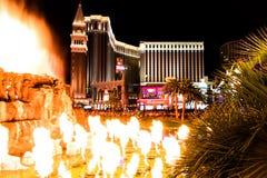 Las Vegas NV, USA 09032018: nattsikt av det Venetian från hägringvulkan royaltyfri bild