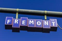 Las Vegas - Około Grudzień 2016: Fremont znak uliczny w śródmieściu, prowadzi Fremont Ulicznego doświadczenia zwyczajny deptak Mn Obraz Stock