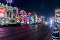 Las Vegas pasek przy nocy przyglądającymi południe obraz stock