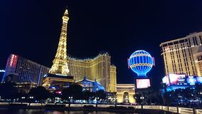 Las Vegas se encendió para arriba en la noche imagen de archivo libre de regalías
