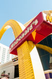 Las Vegas - SEPTEMBER 10, 2010: McDonaldembleem op 10 September binnen Stock Fotografie