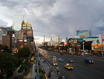 LAS VEGAS - SEPTEMBER 25: Traffic travels along the Las Vegas st Royalty Free Stock Image