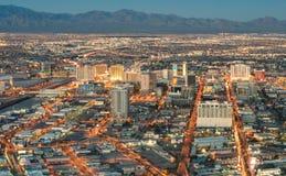 Las Vegas som är i stadens centrum - flyg- sikt av generiska byggnader på solnedgången Arkivbild