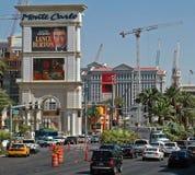 Las Vegas som är i stadens centrum på remsan Arkivfoton