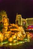 Las Vegas, Stany Zjednoczone Ameryka, Maj - 07, 2016: Skarb wyspa i odbijać basen, Las Vegas Zdjęcia Royalty Free