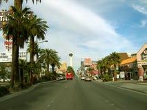 Las Vegas-Streifen, der zur Stratosphäre, Las Vegas, Nevada vorangeht stockbilder