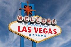 Las Vegas tecken med höga moln Royaltyfri Fotografi