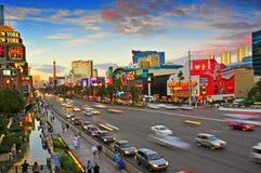 Las Vegas remsa på solnedgången, Las Vegas, United States royaltyfria foton