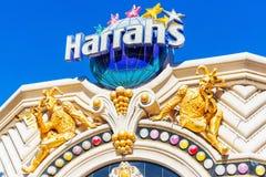 LAS VEGAS USA - JANUARI 31, 2018: Harrahs det Las Vegas hotellet och kasinot är Mitt-remsan semesterorten Isolerat på blåttbakgru royaltyfri fotografi