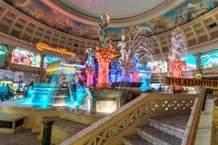 Las Vegas, USA - Kwiecień 28, 2018: Wewnętrzny foutain Atlantis zdjęcie stock