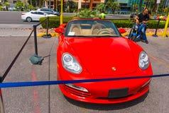 Las Vegas, usa - Maj 05, 2016: Luksusowi i Kolorowi samochody dla Czynszowego czekania w parking supermarket Zdjęcia Royalty Free