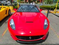 Las Vegas, usa - Maj 05, 2016: Luksusowi i Kolorowi samochody dla Czynszowego czekania w parking supermarket Zdjęcie Royalty Free