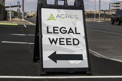 Las Vegas - vers en juillet 2017 : Acres de cannabis de marijuana d'officine de magasin À partir de 2017, le pot récréationnel es image stock