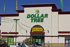 Las Vegas - vers en juillet 2016 : Magasin discount d'arbre du dollar Offrant à un mélange éclectique des produits aux prix disco Photos stock