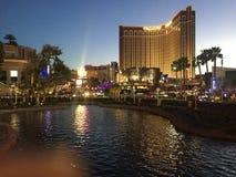 Las Vegas vid afton är alltid oerhörd arkivfoton