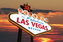 Las- Vegaszeichen am Sonnenuntergang stockbild