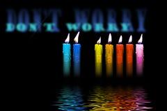 Las velas coloreadas sean agua de inundación feliz Fotografía de archivo libre de regalías