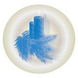 Las velas de la Navidad con el abeto liberan el azul Imágenes de archivo libres de regalías