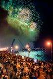 Las velas del escarlata de la celebración muestran durante el festival de las noches blancas en StPetersburg, Rusia Foto de archivo
