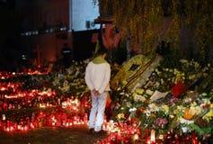 Las velas en Colectiv aporrean en Bucarest, Rumania Foto de archivo