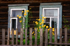 Las ventanas de la casa rural Imágenes de archivo libres de regalías