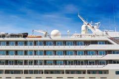 Las ventanas de un barco de cruceros Imagen de archivo libre de regalías