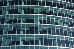 Las ventanas de un edificio moderno. Fotos de archivo