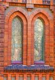Las ventanas viejas de la iglesia se cierran para arriba Foto de archivo