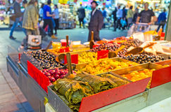 Las verduras conservadas en mercado Imágenes de archivo libres de regalías