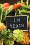 Las verduras crudas y texto soy vegano foto de archivo libre de regalías