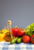 Las verduras frescas del alimento sano controlaron el mantel Imagen de archivo libre de regalías