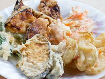 Las verduras fritas hechas en casa japonesas llamaron Tempra Fotografía de archivo