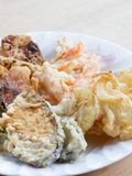 Las verduras fritas hechas en casa japonesas llamaron Tempra Fotos de archivo