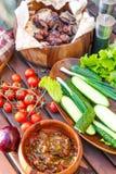 Las verduras y la carne de la barbacoa el la primavera weekend comida campestre Imagen de archivo