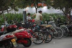 Las zonas de estacionamiento de vehículo del No-motor en NANSHANG SHENZHEN Imágenes de archivo libres de regalías