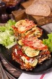 Lasagna και σαλάτα Στοκ εικόνα με δικαίωμα ελεύθερης χρήσης